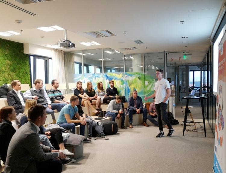 FMV Alumni Club organized an evening for young entrepreneurs in Karel Janeček's incubator UP21
